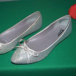 Silver Sparkle Flats Lightweight Size 9M NWOB
